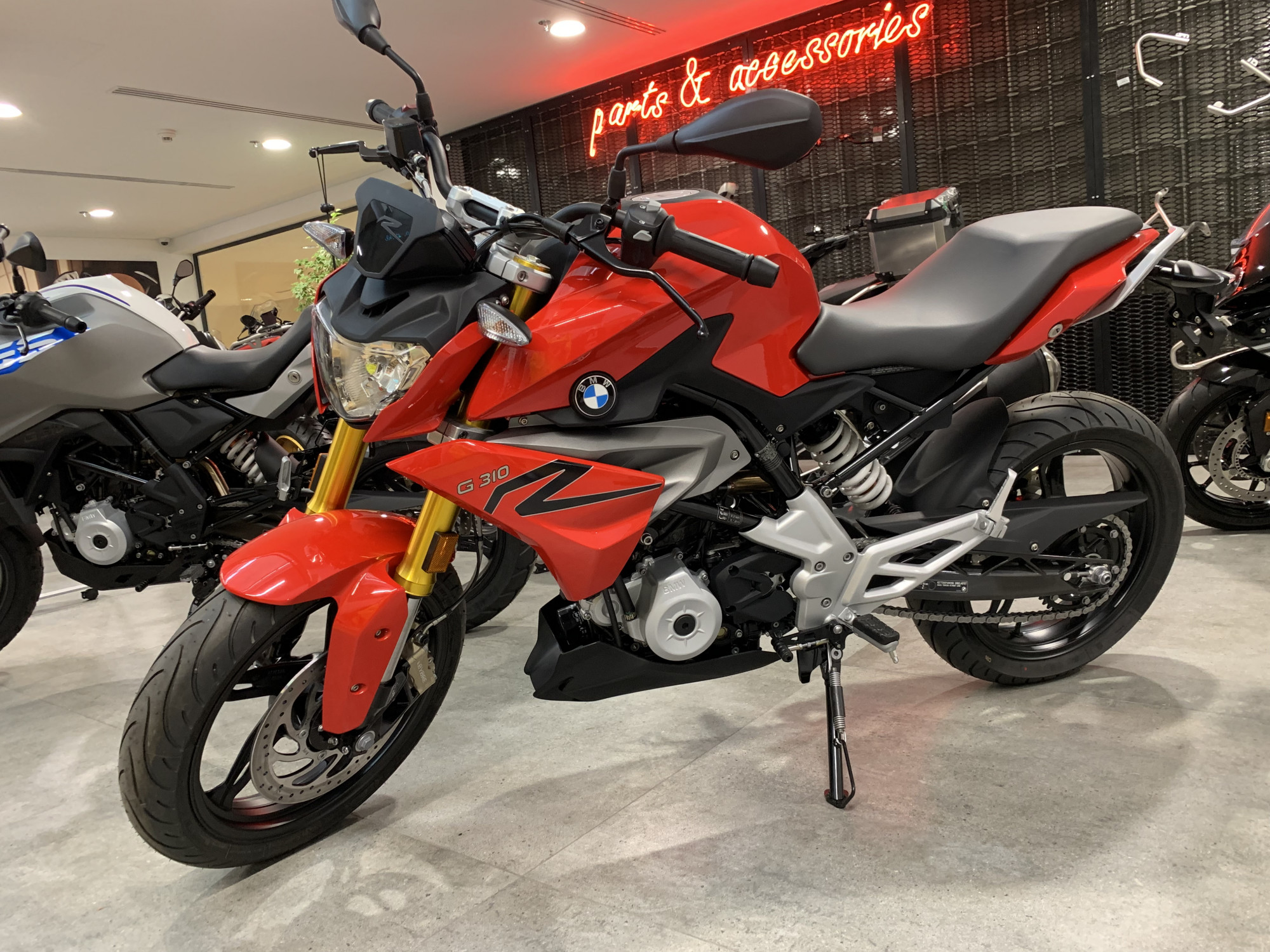 G 310 R Racing Red