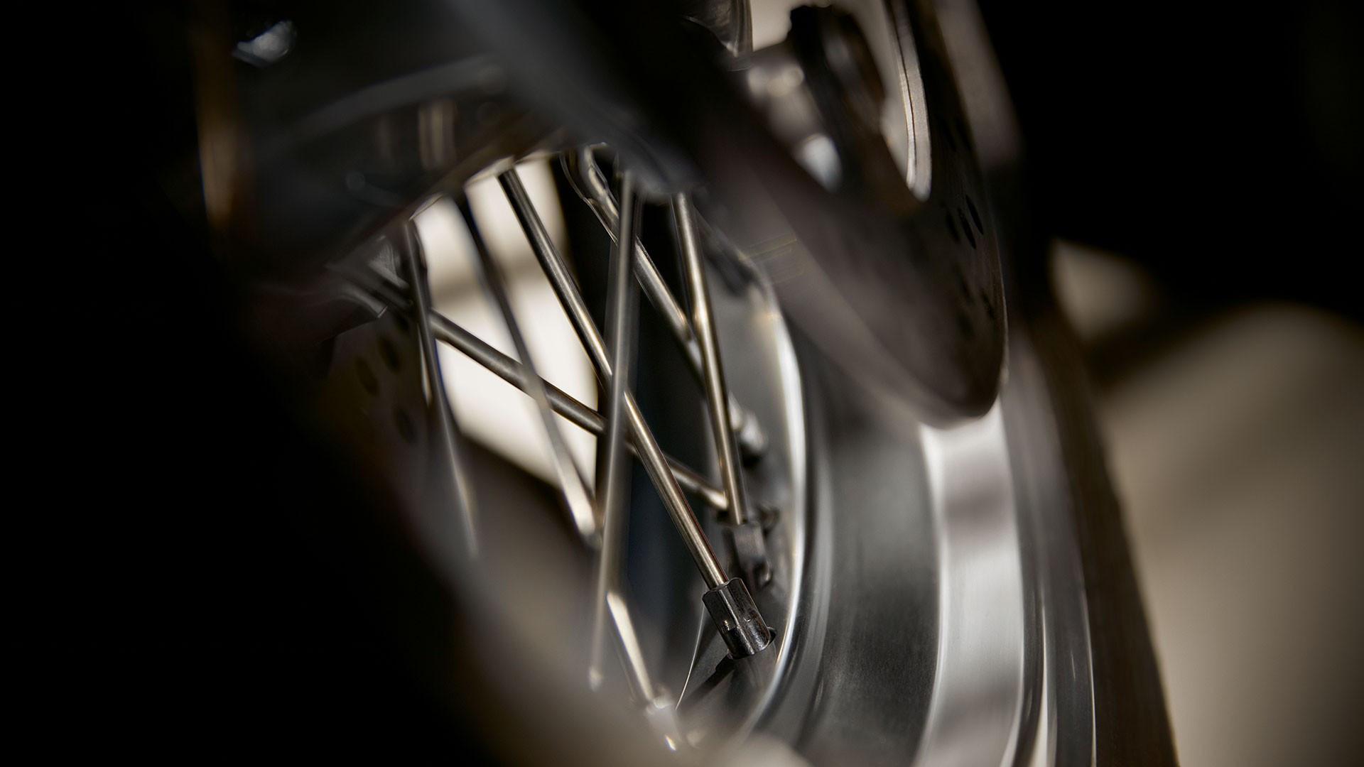 Сріблясті колісні диски