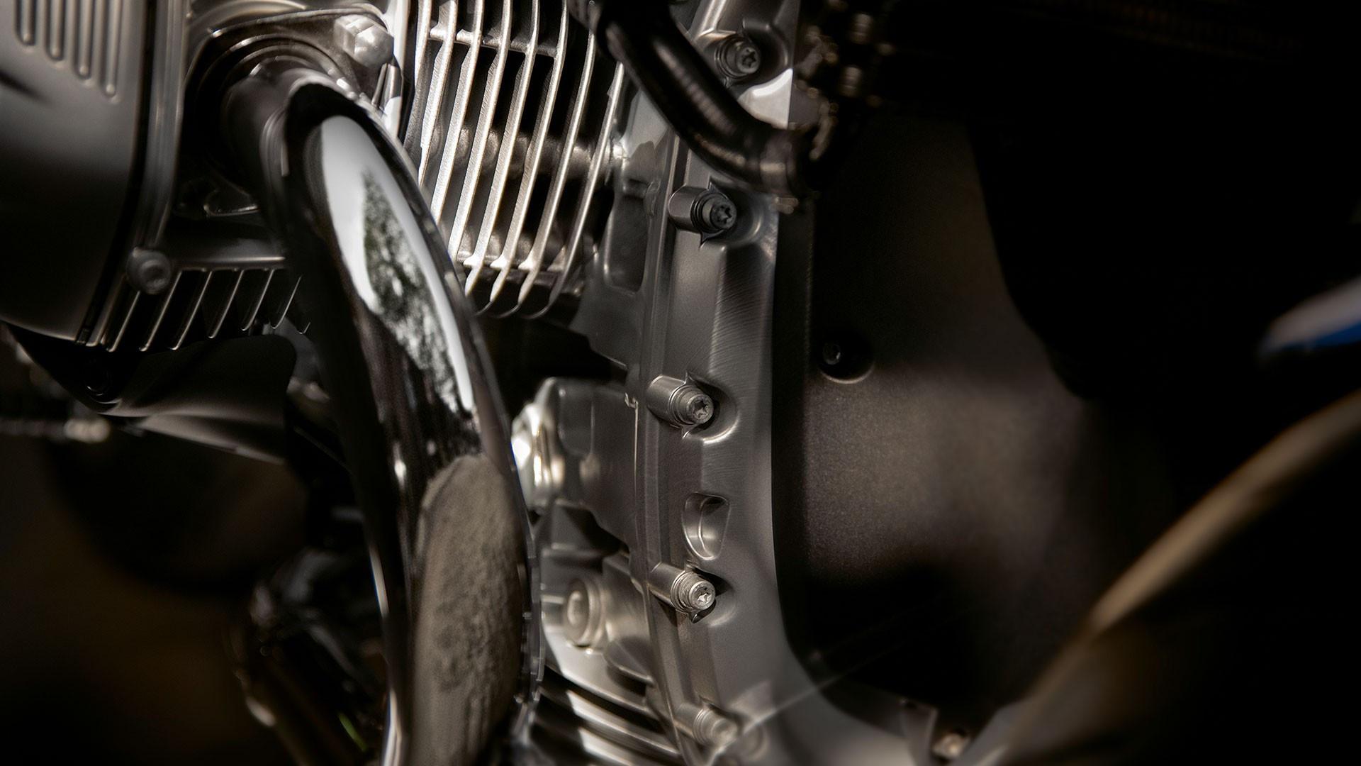 Сріблясте забарвлення кузова і трансмісії