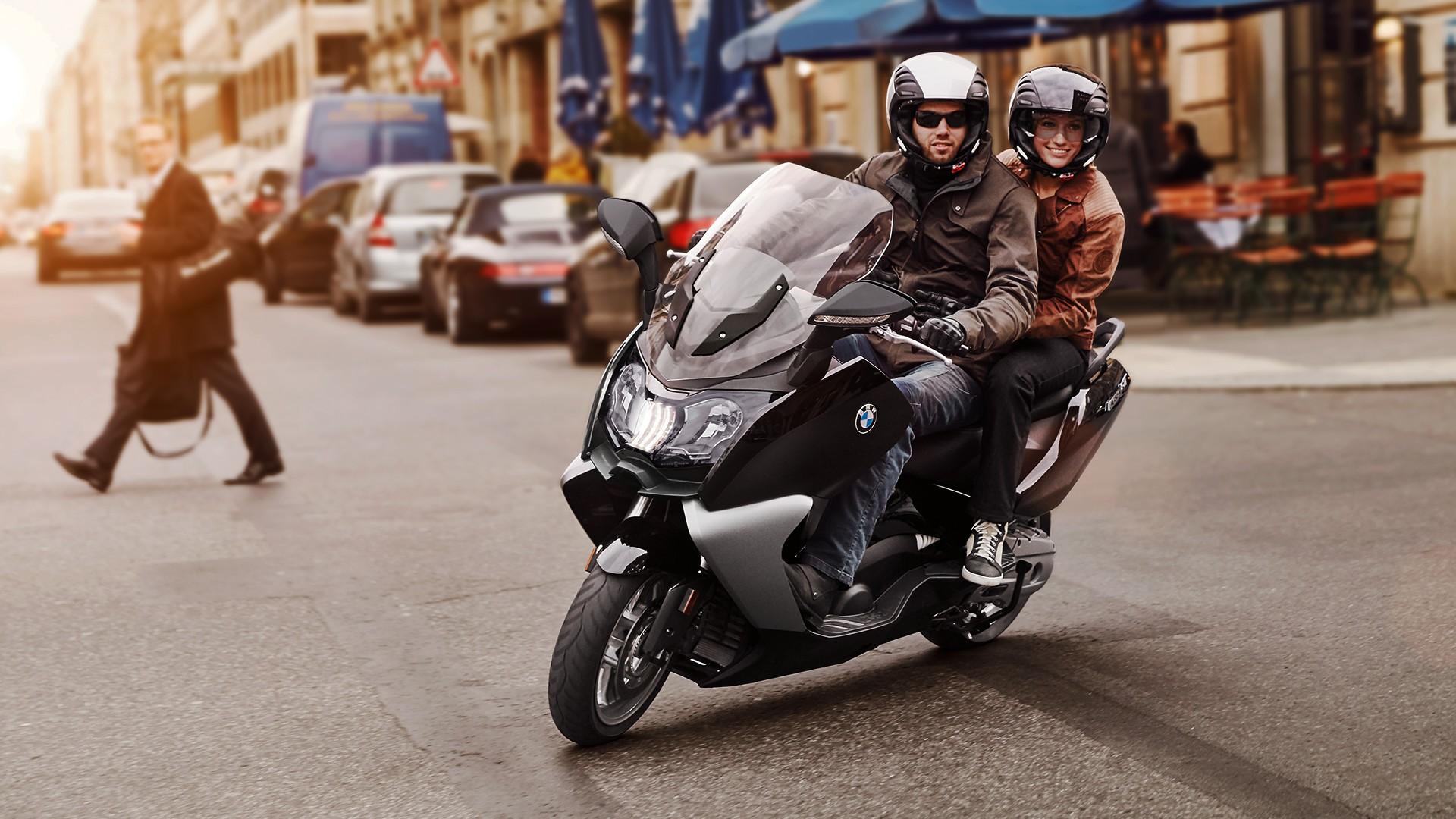 2011 рік - світлодіодний денний ходовий ліхтар для максі-скутерів BMW