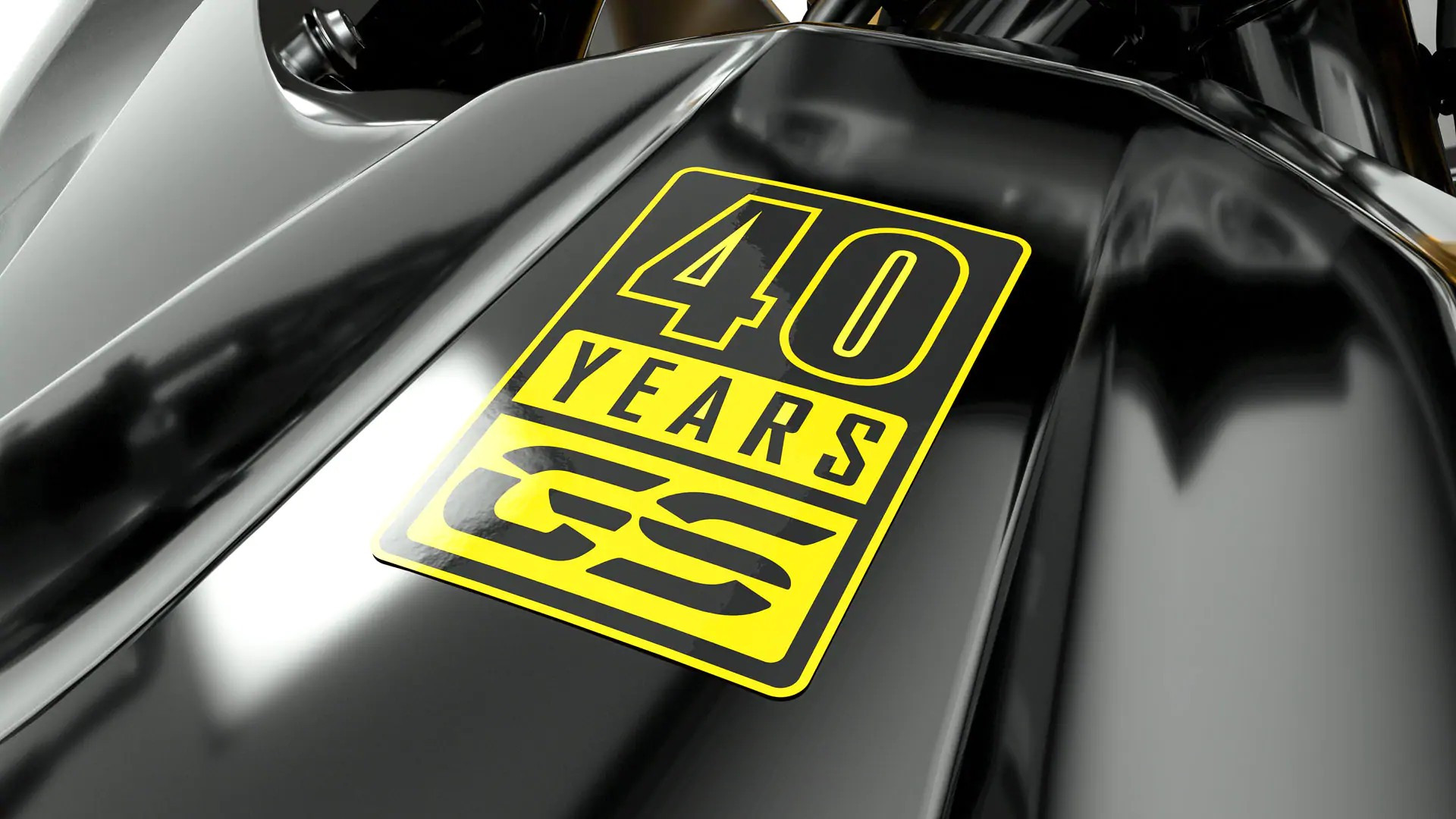Жовтий напис 40 Years GS