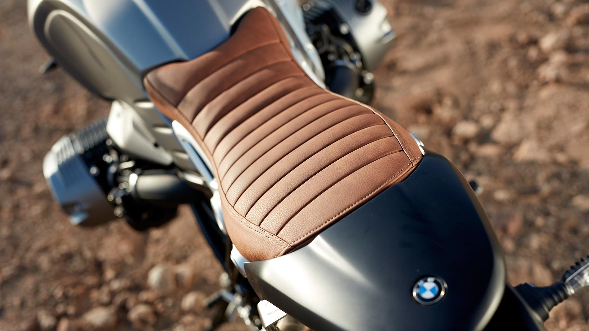 Шкіряне сидіння в вінтажному стилі.