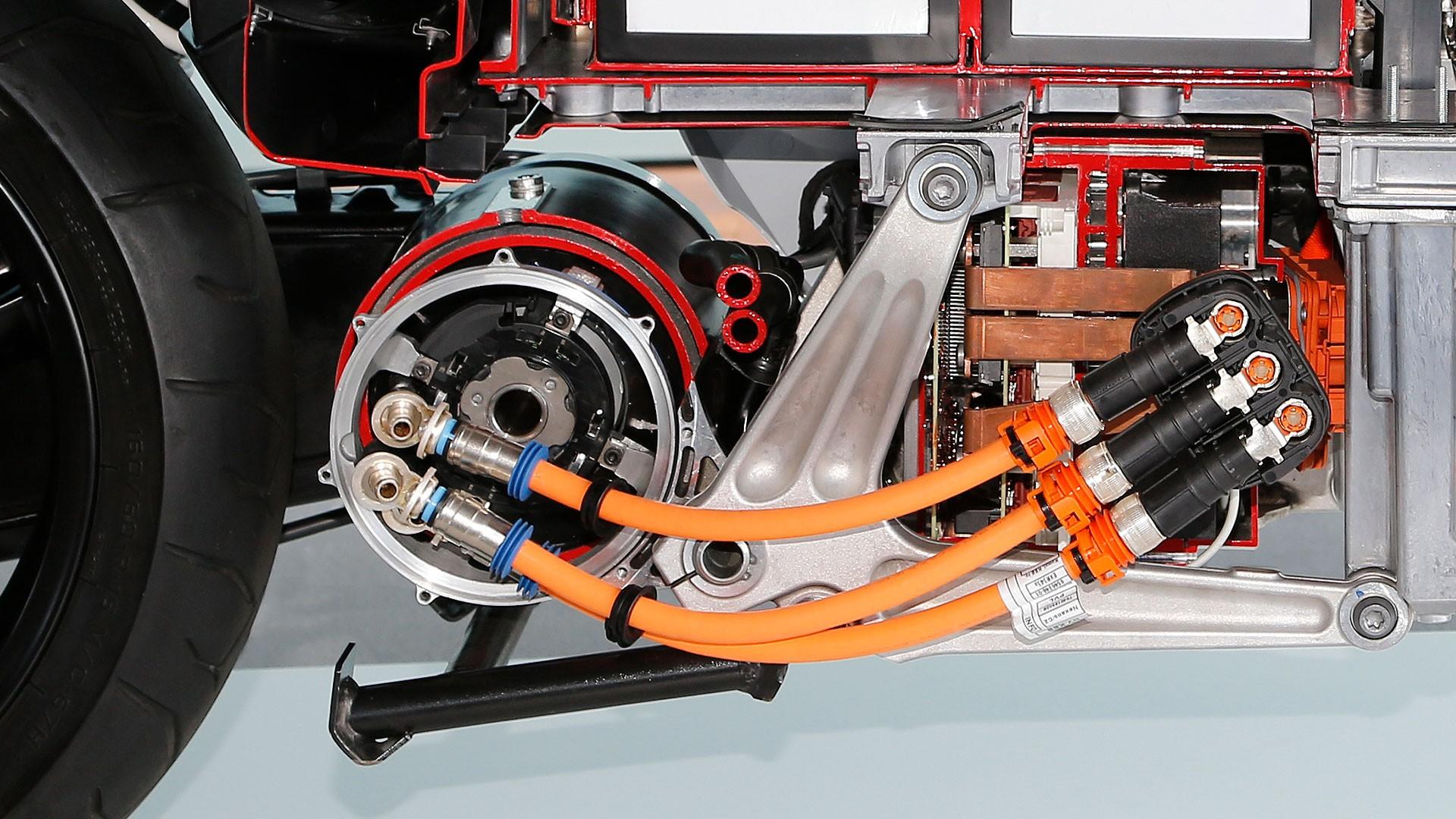 Мощный электродвигатель.